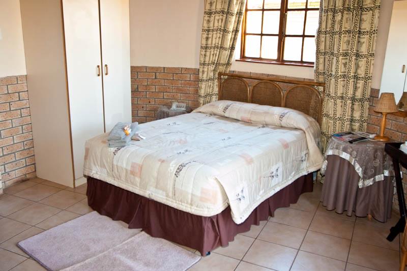 nongoma-lodge-accommodation-kwazulu-natal-zululand-hotel-restaurant-cofee-shop-nongoma-inn2